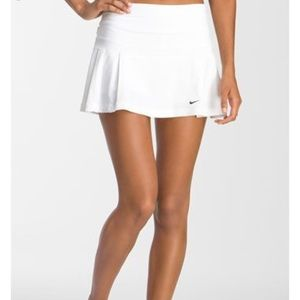 NIKE white 4-pleated tennis skirt